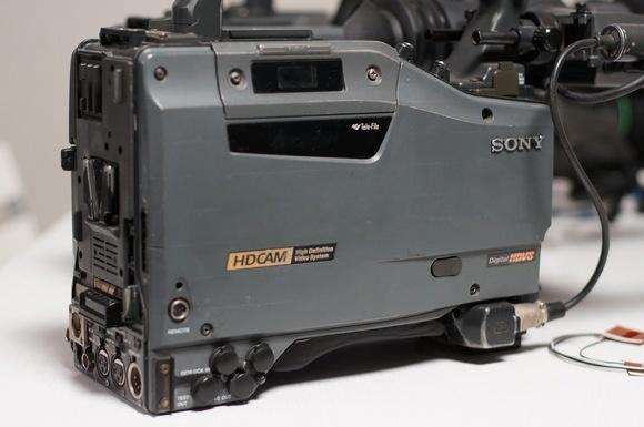 机身只要28000! (注明:只购买机身是33000,加镜头卖 机身单价只要28000!) 佳能 HJ17*7.6高清标头 38000 佳能 HJ11*4.7高清广角 50000 富士 HA18*7.6高清标头 30000 富士 HA13*4.5高清广角 40000 HDW-750P 是1080/50i和1080/25P高清晰度摄像机。采用了最新数字电路处理技术和最新的FIT HAD CC