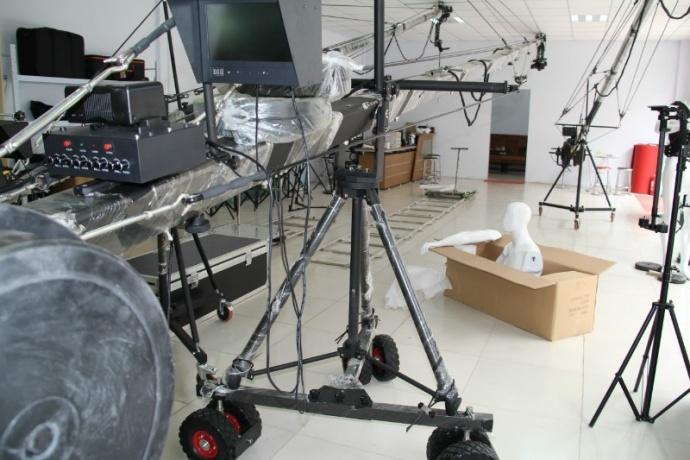 同影-金柱摇臂12米三角摇臂 - 影视工业网