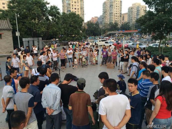 歌手汤华斌中关村广场拍摄