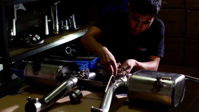 金属的色彩与嘶鸣——佳能C300改装车题材微电影《噪车》