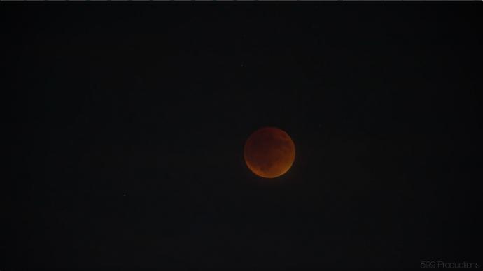 天文奇观——红色月全食