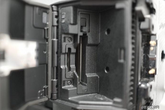 松下VariCam LT摄影机存储卡槽位