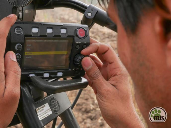 可以装进登山包的电影机:varicam