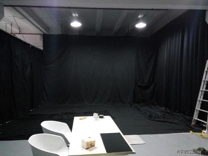 上海黑色背景摄影棚出租黑色采访摄影棚出租黑布摄影棚