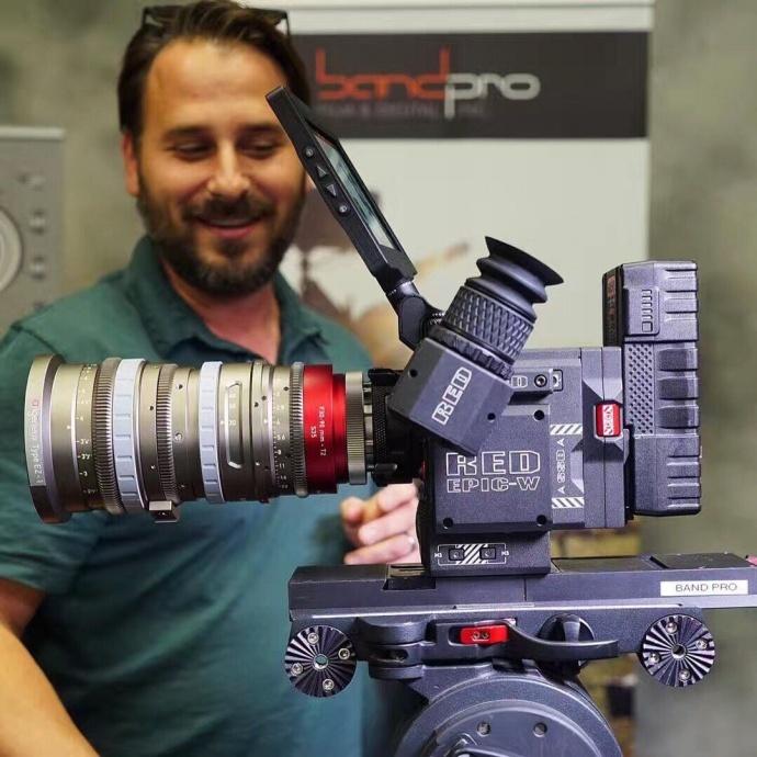 跪了,RED 新发布的8K摄影机竟然不到30万!