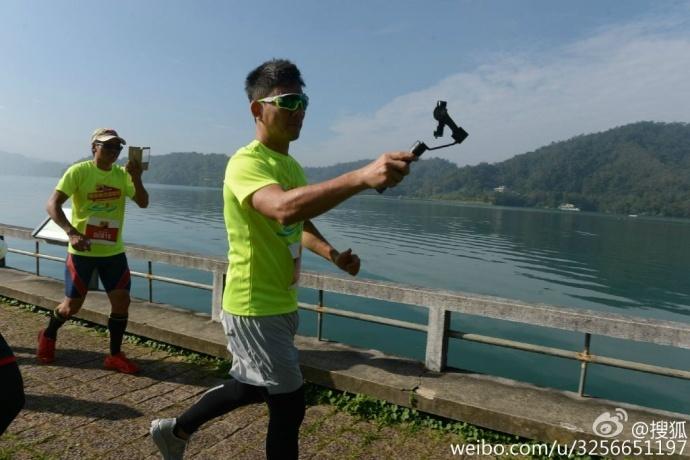 搜狐马拉松跑上,任贤齐等明星为什么拿着智云稳定器?