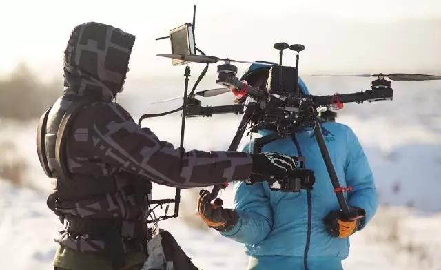 飞行器如何技术躲避东北虎扑杀 ·《航拍中国》精彩幕后