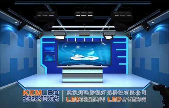 舞台灯光设计面对的是戏剧演出时的现场观众;而演播室灯光设计则主要