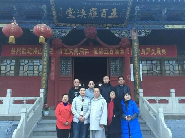 佛教电影空降千年古刹寿宁寺,一持方丈观后欣然题字赠导演