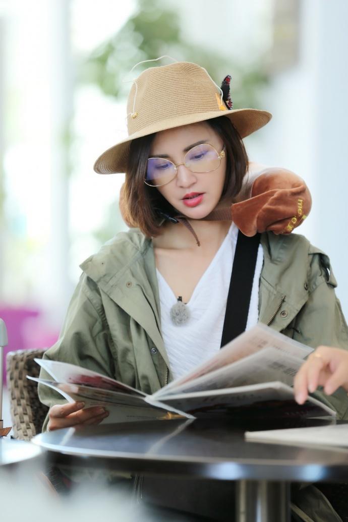 张歆艺首上旅行真人秀被赞暖心 跟拍做饭背包变身全能二姐