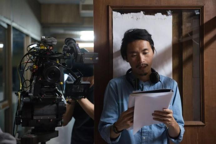 《天才枪手》曝光两支幕后制作特辑,演员每天背30遍台词