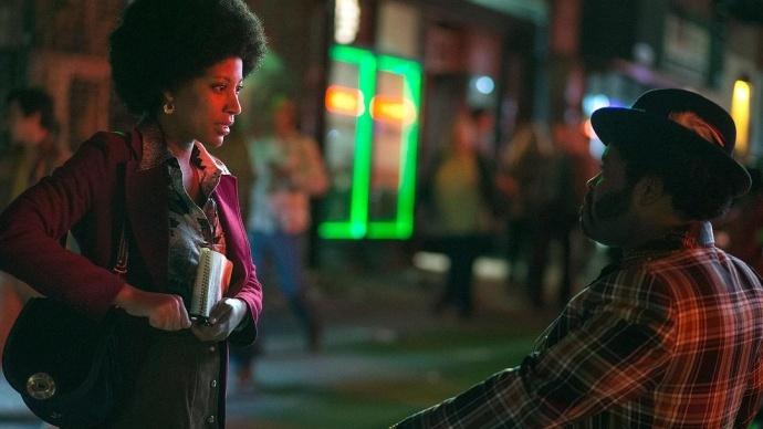在黑夜里还要用滤纸降低灯光亮度?也只有HBO的《堕落街传奇》敢这么做!