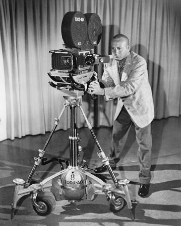 用世界上最后四台65mm摄影机,才拍出每一帧都精致的《东方快车谋杀案》