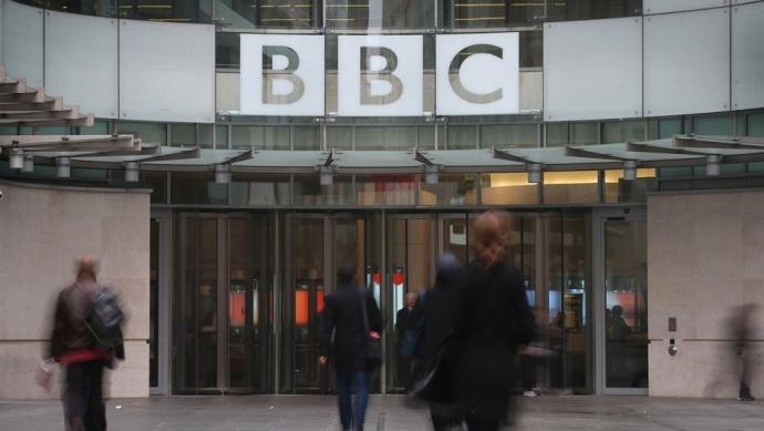 BBC一摄影师在拍摄中死亡,你快长点心吧!