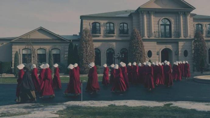 《使女的故事》第二季将会处理种族问题,讲述原著之外的故事