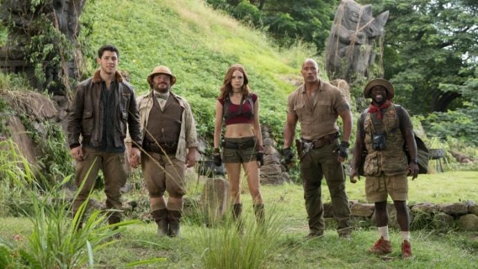 《勇敢者游戏:决战丛林》女主角穿得太暴露?凯伦·吉兰告诉你为什么会这样