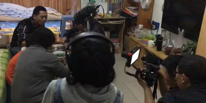 拍纪录片,电影感很重要!专访《摇摇晃晃的人间》导演+摄影