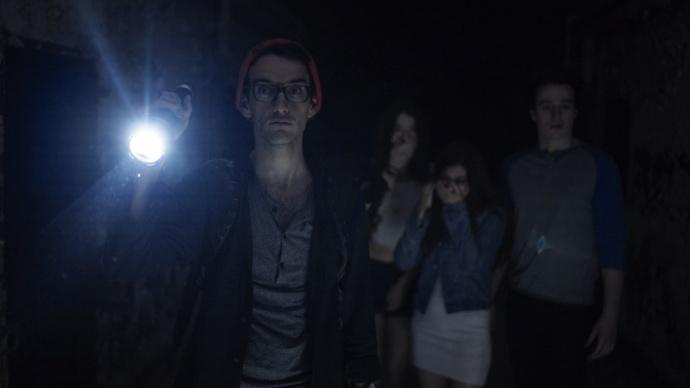 手里只有一台索尼a7S,这个年轻人却用它拍了恐怖电影《Against the Night》