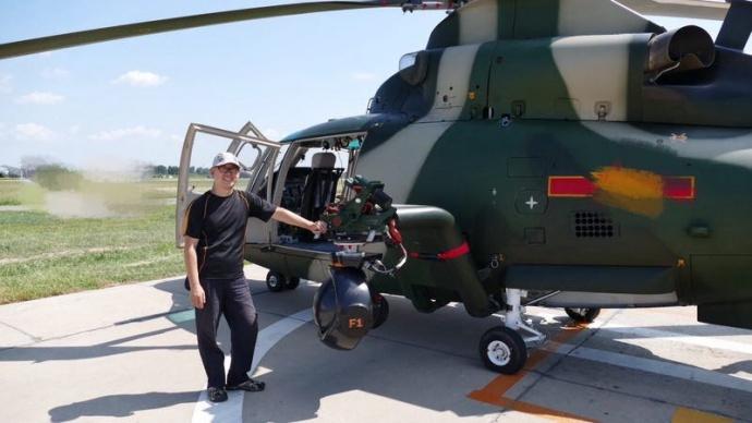 业务确定后,依据直升飞型号及快艇结构,我们首先对shotover f1的安装